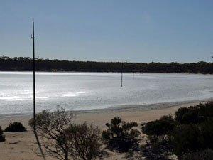 DUN55 -32.45475 lon=123.10565 Salt Lakes and poles