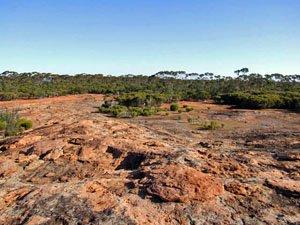 DUN57 -32.4622 lon=123.21596 Boingaring Rocks